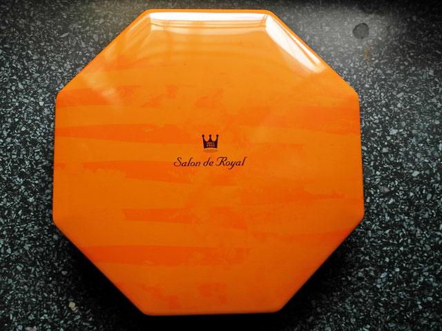 八角形の缶